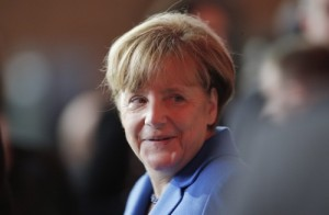2015-11-30 12:46:17 epa05048623 German Chancellor Angela Merkel arrives at the opening ceremony of the COP21, United Nations Climate Change Conference, in Le Bourget, outside Paris, France, 30 November 2015. The 21st Conference of the Parties (COP21) is held in Paris from 30 November to 11 December aimed at reaching an international agreement to limit greenhouse gas emissions and curtail climate change.  EPA/THIBAULT CAMUS / POOL MAXXPPP OUT
